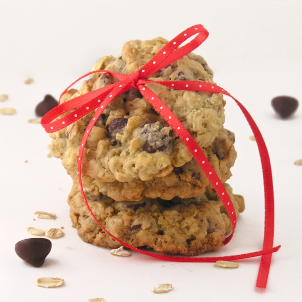 Everyone will love this classic oatmeal cookie (with chocolate instead ...