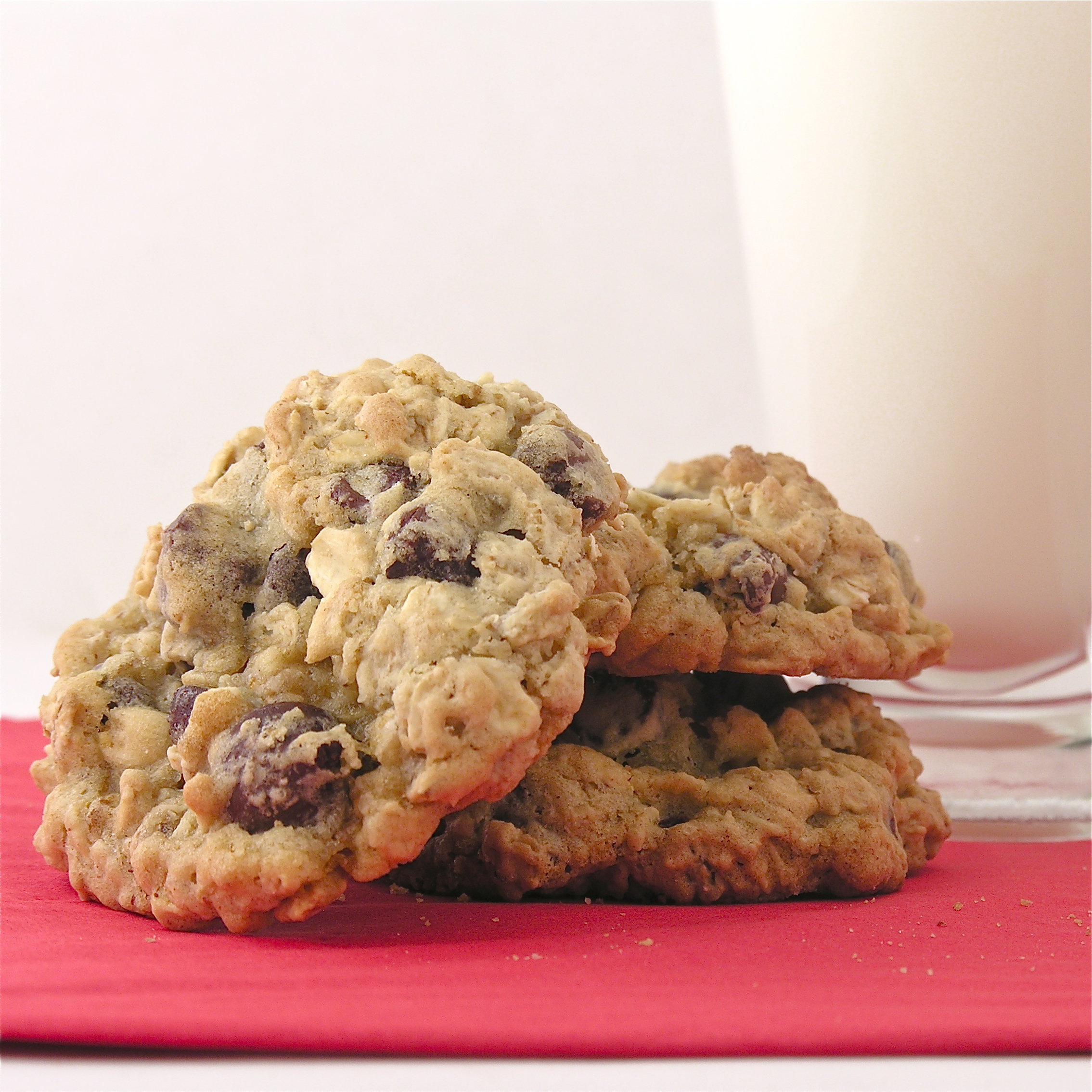 Chocolate Chip Oatmeal Cookies | eASYbAKED