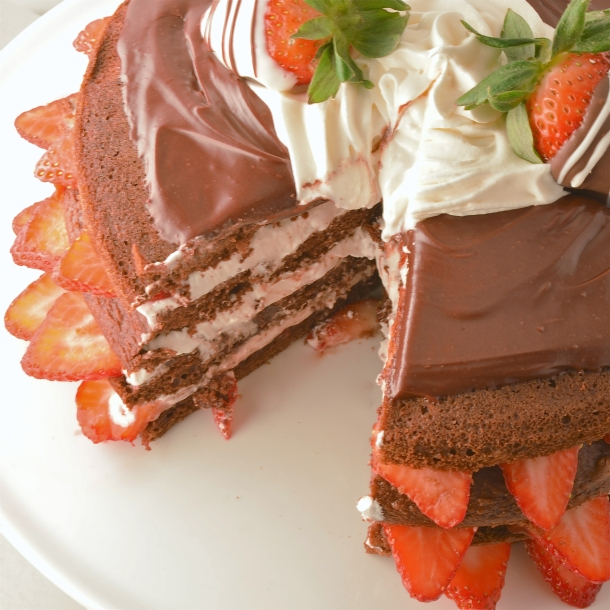 Images Of Strawberry Layer Cake : Chocolate Strawberry Layer Cake! eASYbAKED