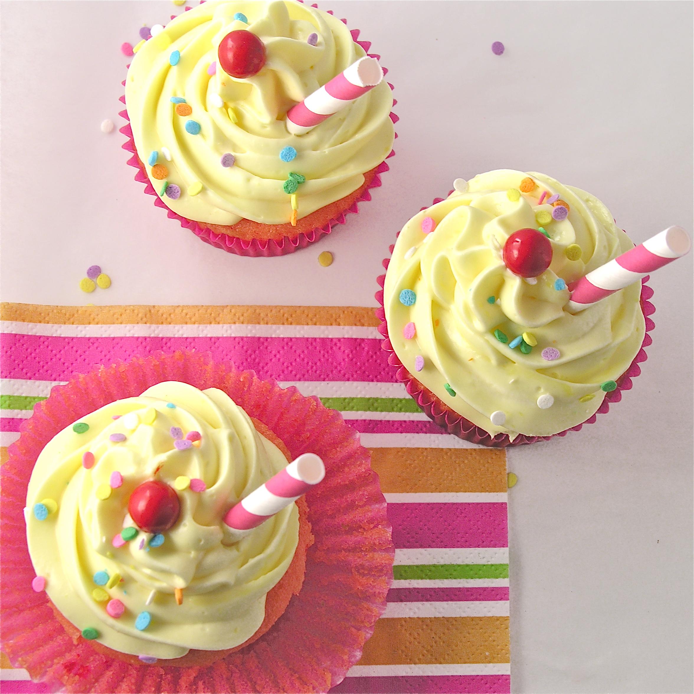 Strawberry Lemonade Cupcakes     Lemonade Cupcakes