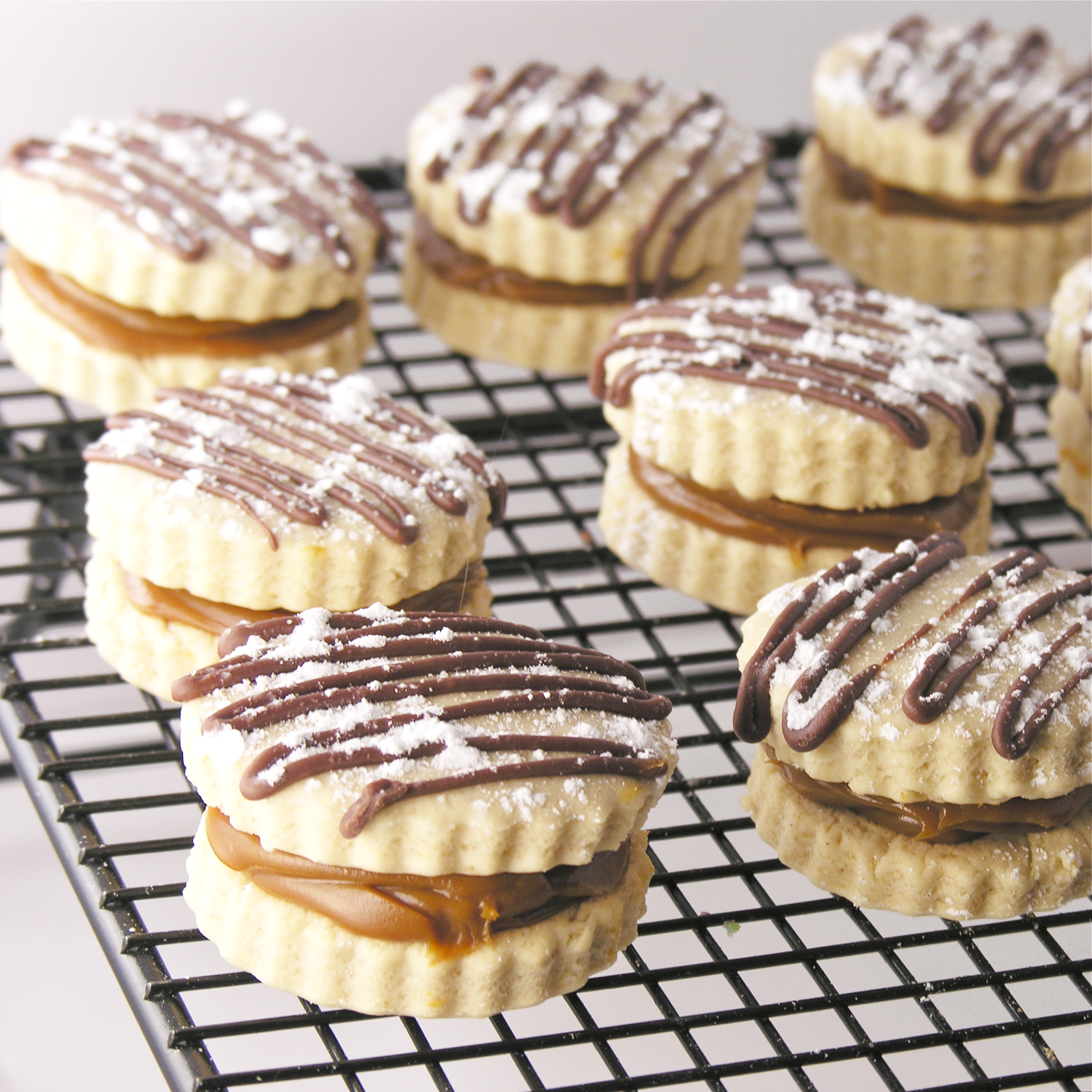 Alfajores (Peruvian Caramel Cookies) | eASYbAKED