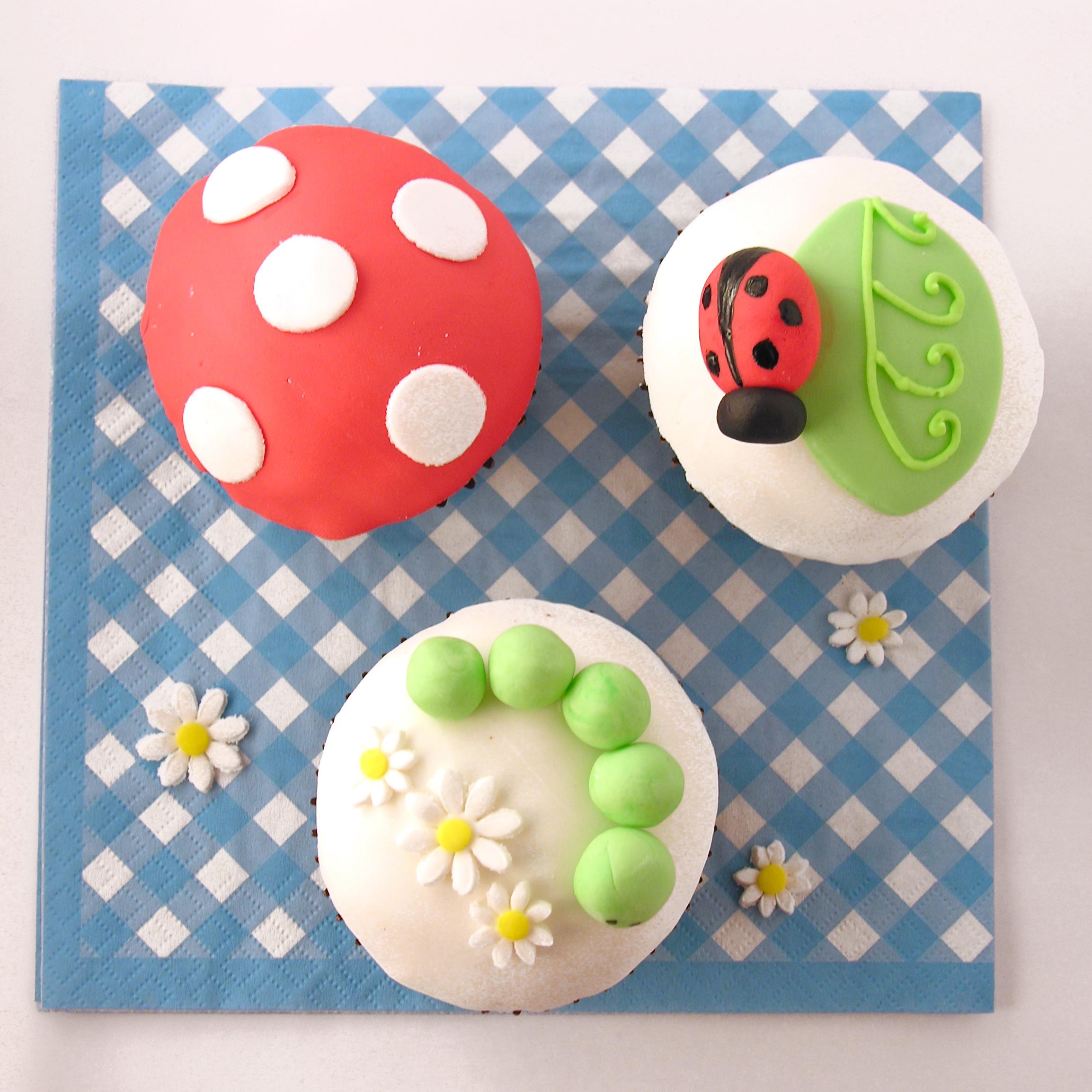 Cake Designs Using Cupcakes - Ladybug and caterpillar cupcakes