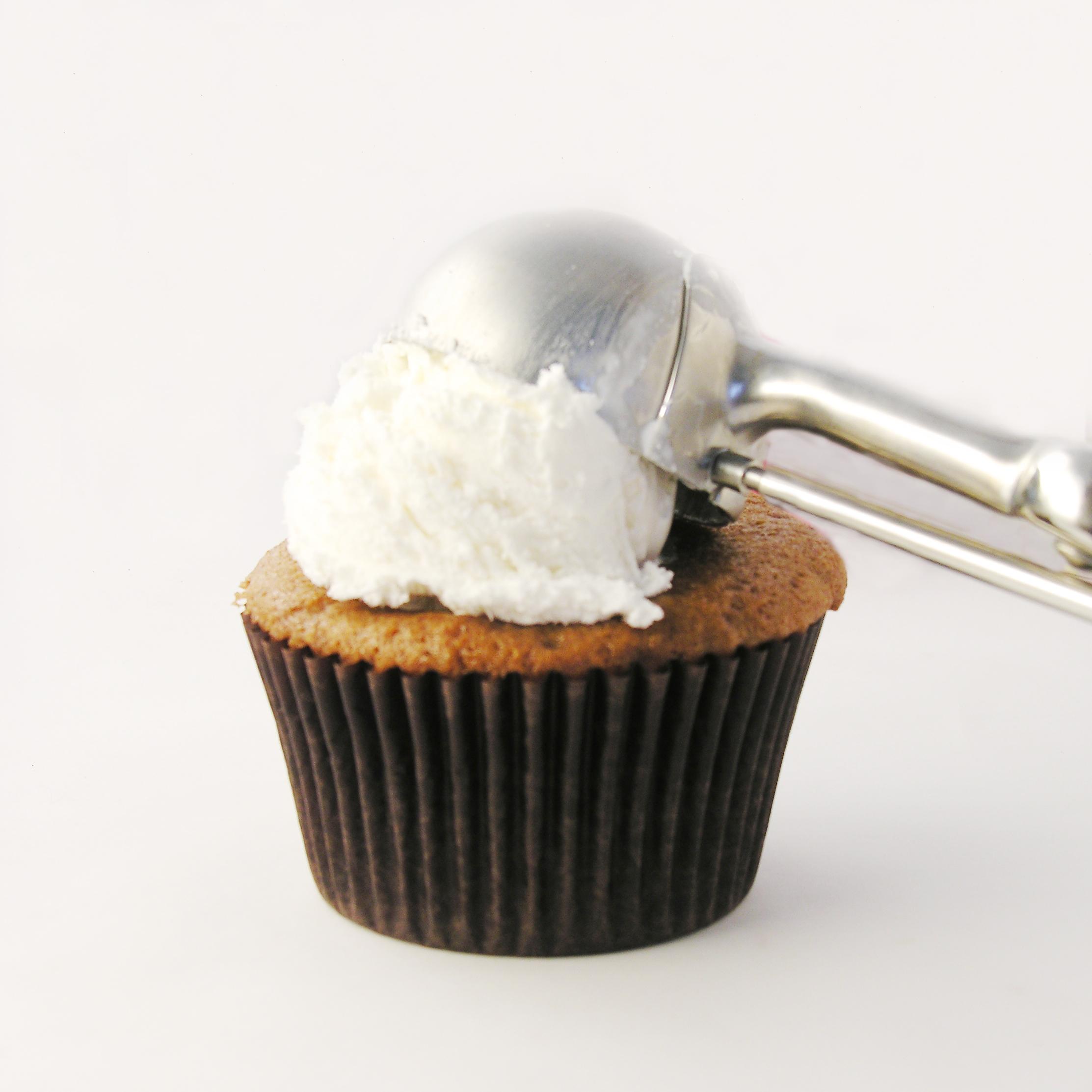 Root Beer Float Cupcakes! | eASYbAKED