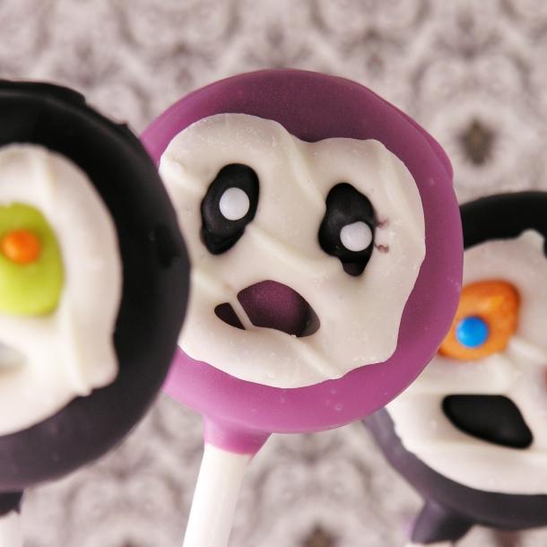 Scary Oreo pops