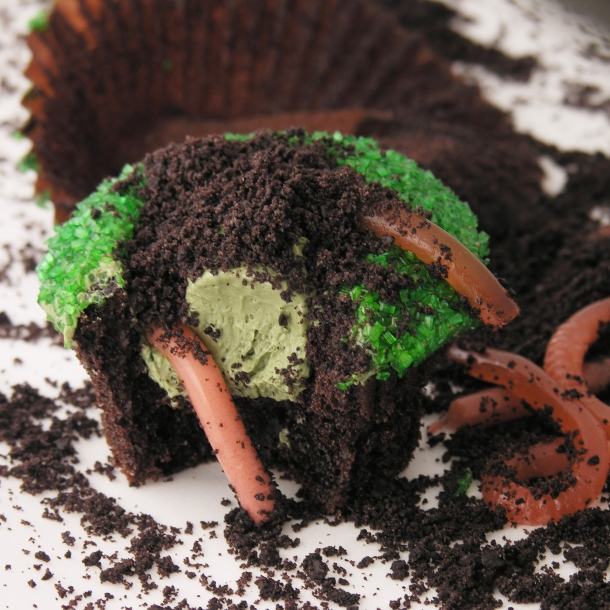 Cupcakes with worms
