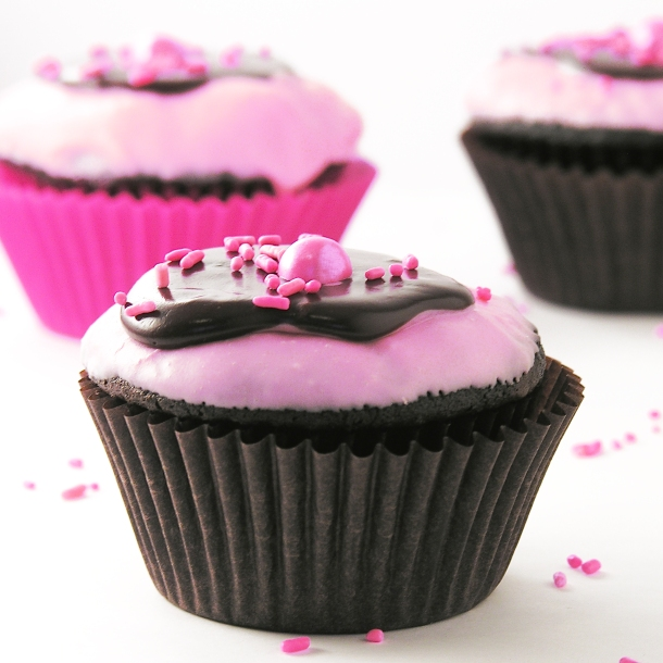 Chocolate covered Strawberry cupcakes1
