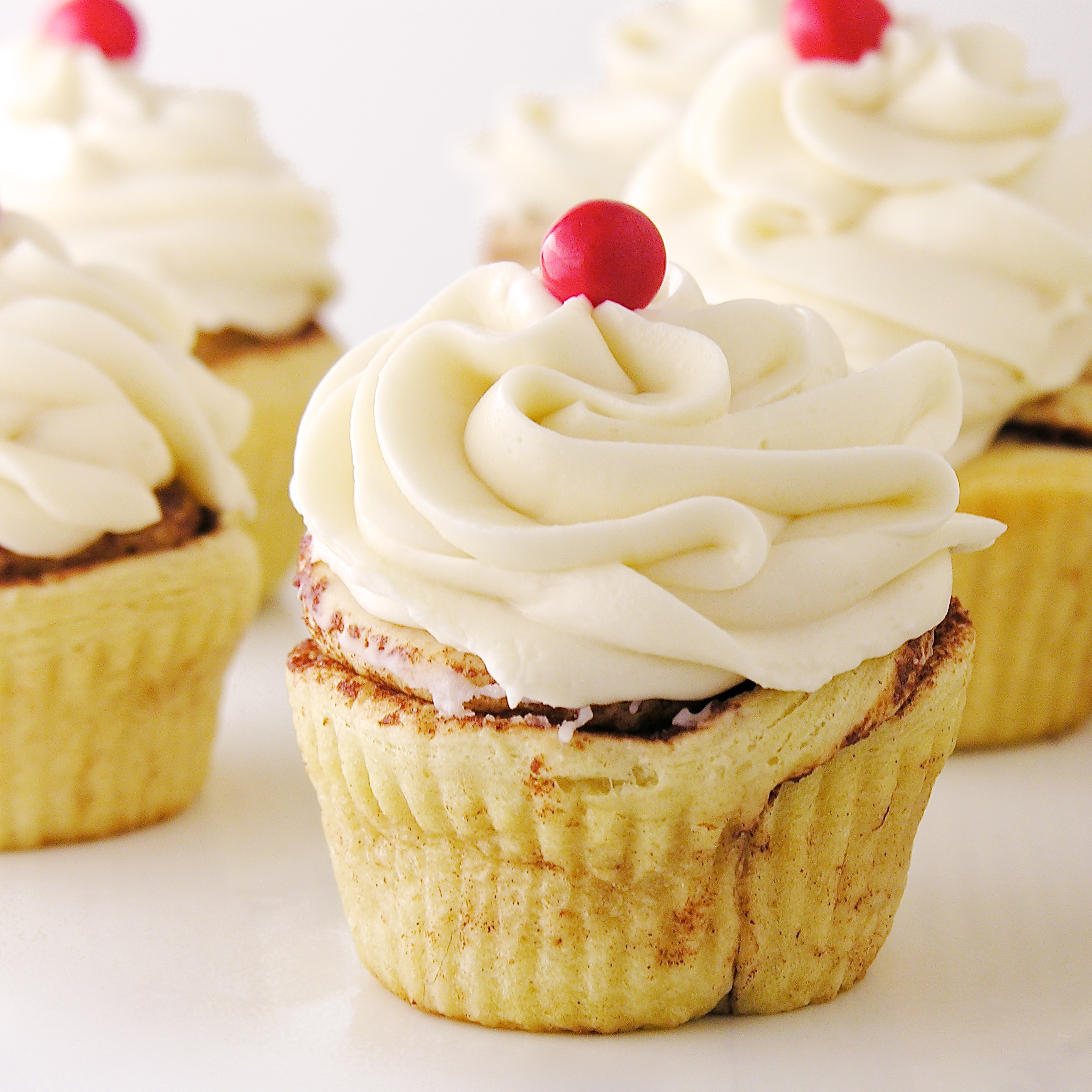 Easy Cinnamon Roll Cupcakes With Cream Cheese Frosting