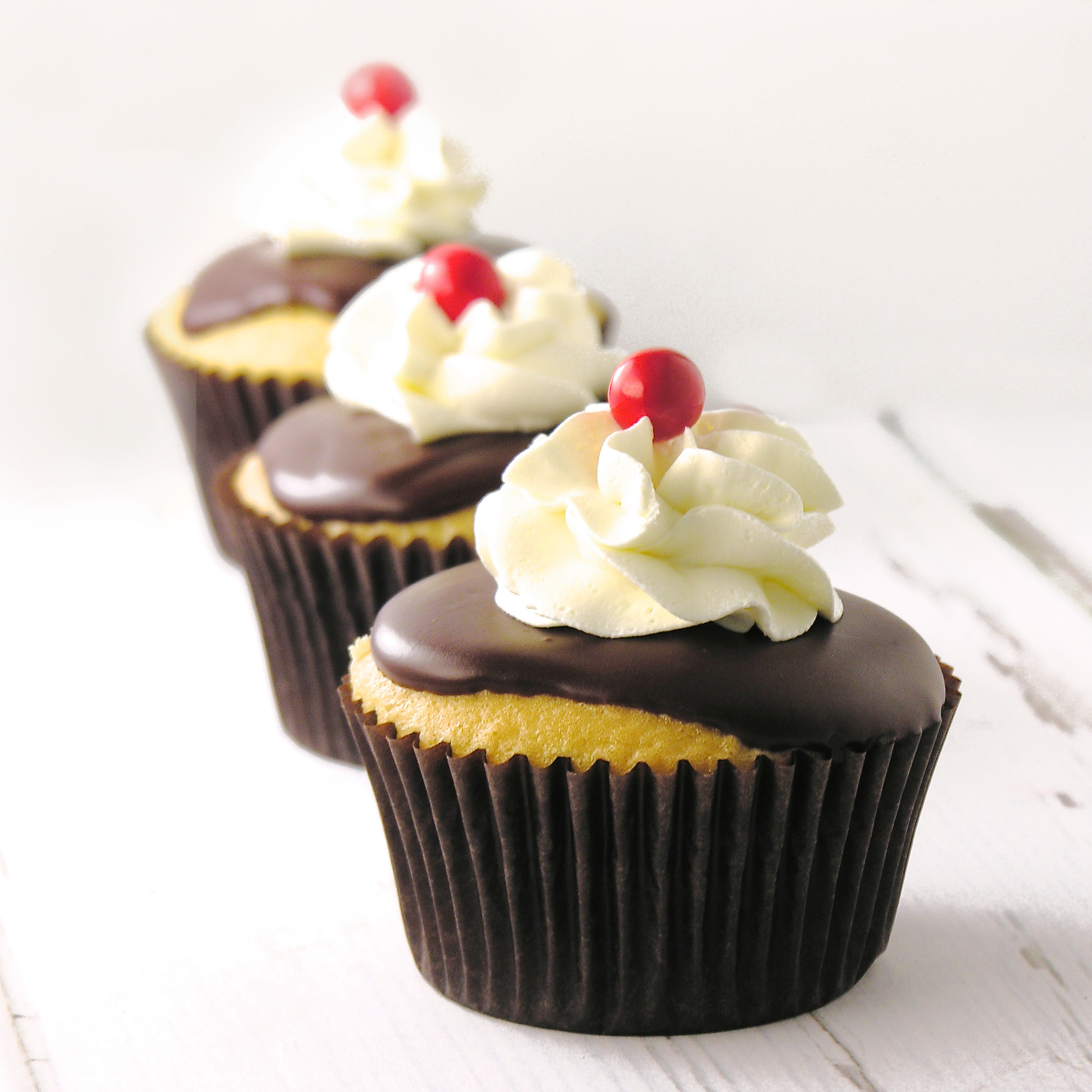 easy boston cream pie cupcakes