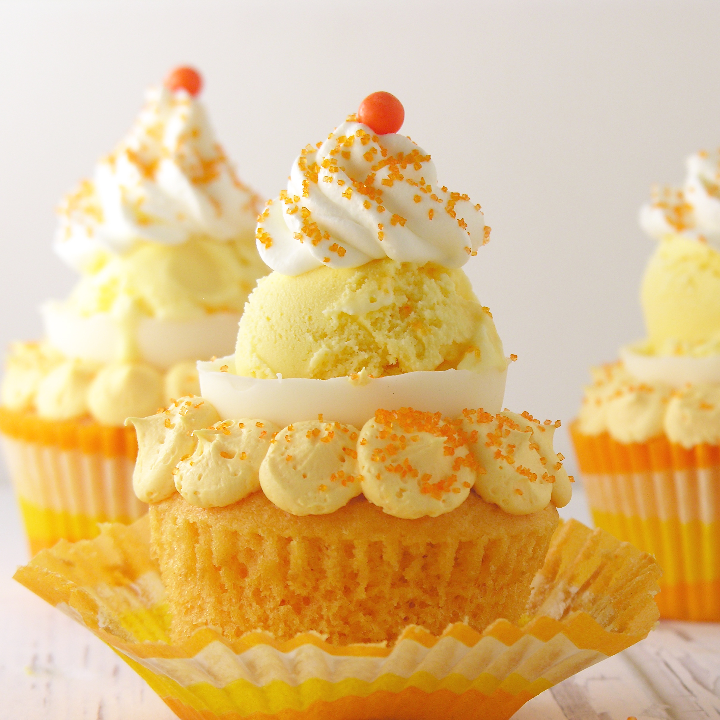 Golden Cake Mix Cupcakes