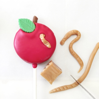 Apple Oreo Pop- making caramel worms!